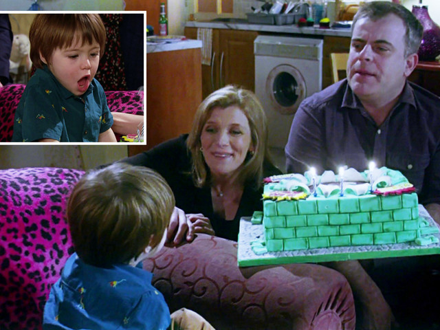 Coronation Street fans disgusted after spotting that Oliver coughed all over his birthday cake