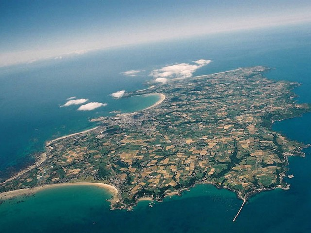 Apple Reportedly Shifted Billions of Dollars to Small Island of Jersey Amid Tax Crackdown