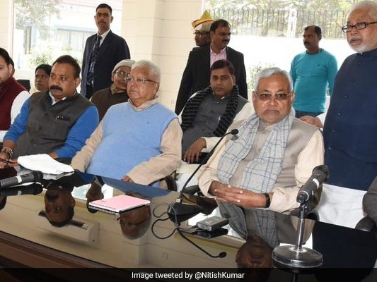 Nitish Kumar, Lalu To Meet Legislators Today, Likely To Spell Out Stand
