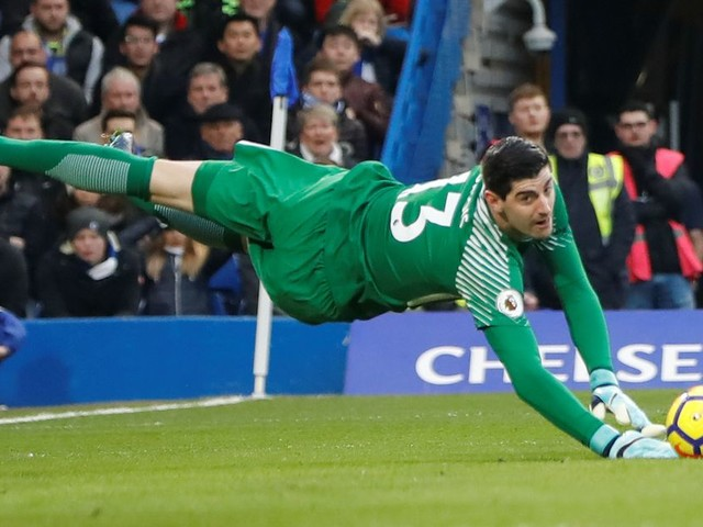 Courtois implores Chelsea fans to trust the players, and support rather than boo the team