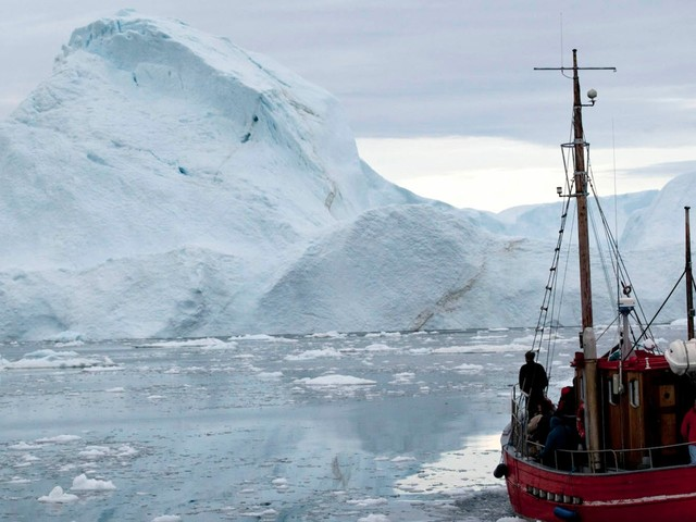 A mariner wants to lasso and tow a 125-million-ton iceberg from Antarctica to solve South Africa's water crisis