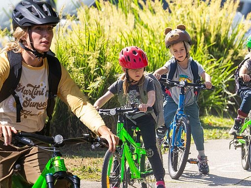 Elsa Pataky rides BMX bike with kids for school run in Byron Bay