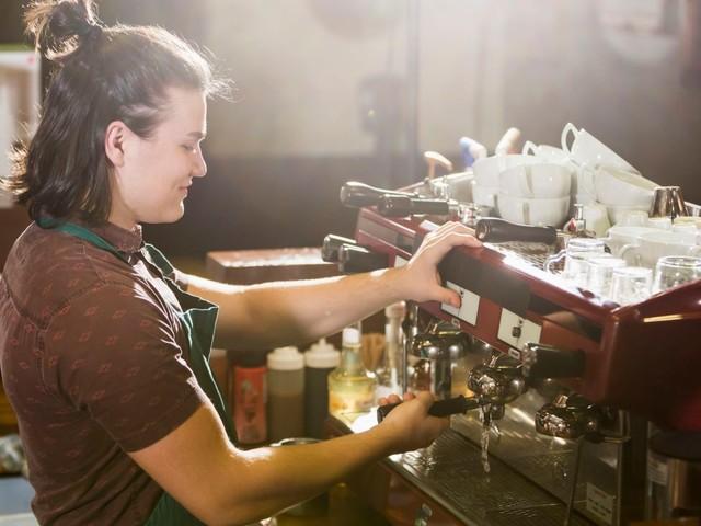Saturday jobs in decline as teens choose to work online