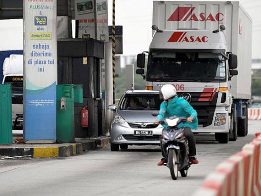 Second accident at unused Batu Tiga toll plaza claims two lives