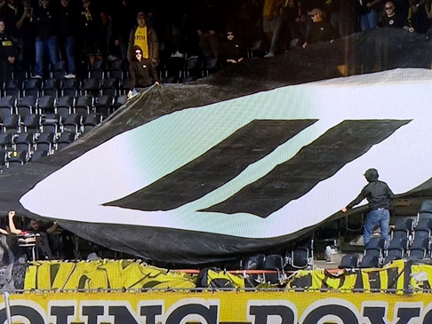 Switzerland: Young Boys Ultras Protest Against eSports By Hurling Playstation Controllers Onto Pitch (Photo & Video)