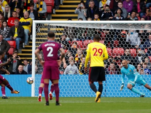 Six-goal City go top, Liverpool held by Burnley