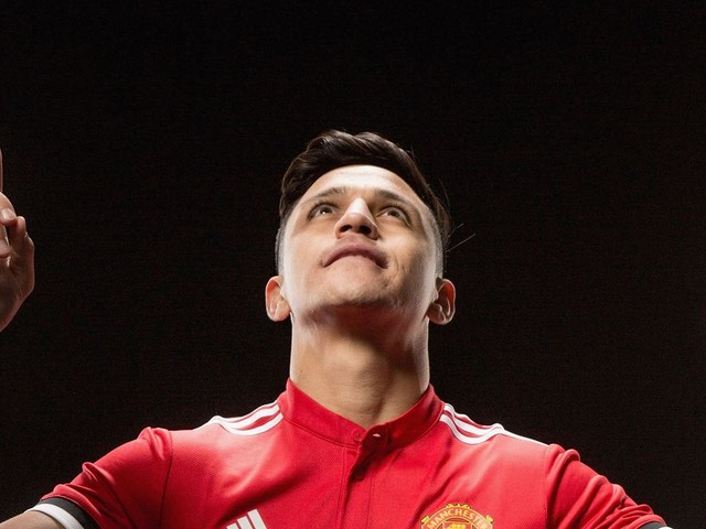 Manchester United fans mock Man City's attempt to upstage Alexis Sanchez transfer