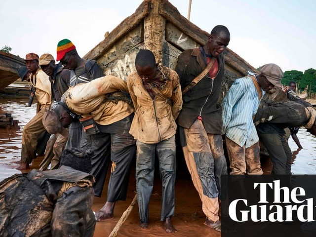 The sand diggers of Mali – in pictures