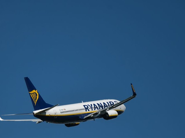 Irish holidaymaker's daring dash to make Ryanair flight on time grips Twitter and gets response from airline