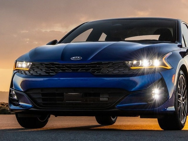 Kia just revealed a sleek new midsize sedan as it looks to mimic its success with the massively popular Telluride SUV — check out the K5