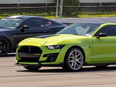 Modded 2020 Ford Mustang Shelby GT500 Races Supercharged GT350, Fight Is Brutal