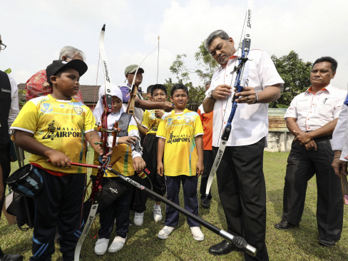 "MAHB donates sports equipment, hands over ""conducive"" classrooms to school"