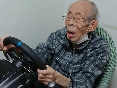 93-Year-Old Grandpa Discovers Racing Games, Gets a Chance to Drive His Old Mazda