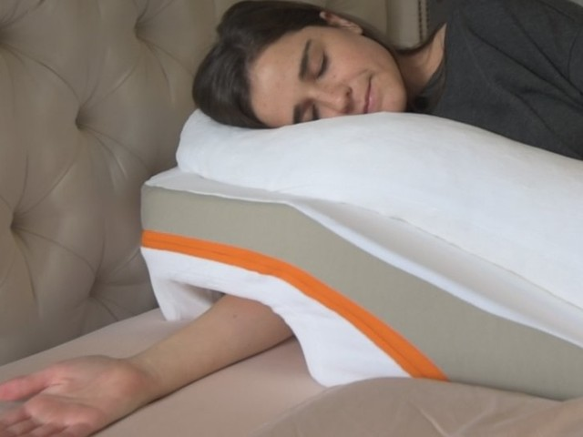 This pillow claims to reduce acid reflux symptoms — I decided to try it