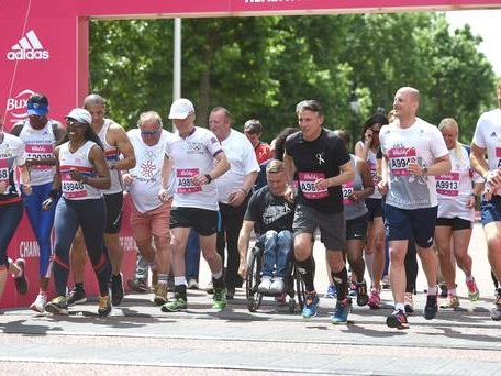 Sir Mo Farah and Andrew Strauss join runners at Vitality Westminster Mile