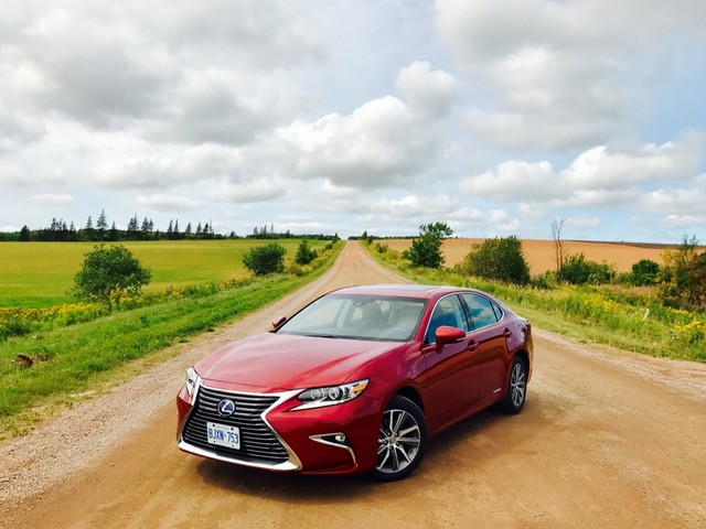 2017 Lexus ES300h Review – Driving It Like I Stole It, Once