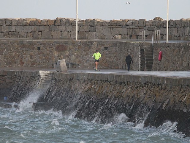 Met Eireann issue Status Yellow wind warning for Donegal, Galway, Mayo, Sligo, Clare and Kerry as Tropical Storm Oscar to bring gusts of up to 100km/h