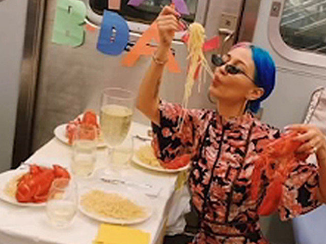 Woman celebrates her 26th birthday with a lobster feast on the subway