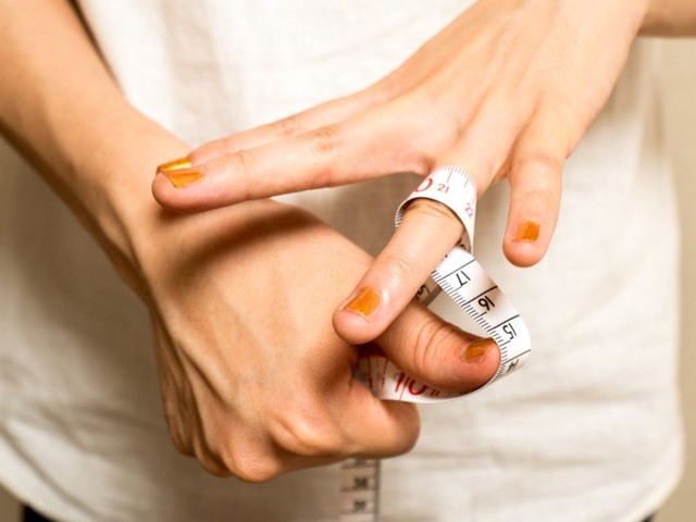 How to find your ring size with a tape measure or ring sizer