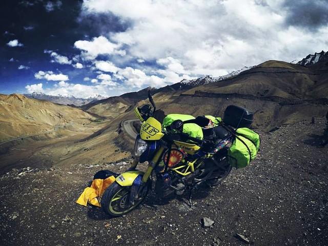 VIDEO: Girl and her Rossi inspired Duke 390 break stereotypes from Mumbai till Ladakh