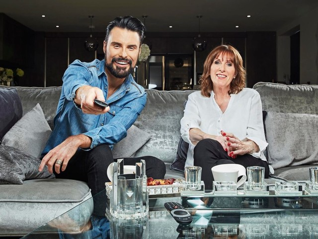 When is Celebrity Gogglebox 2019 on Channel 4 this week and who is participating?
