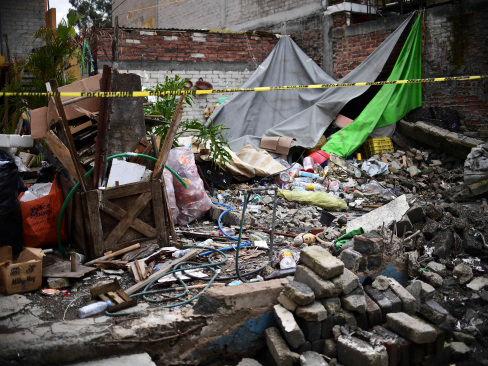 Mexicans pick up the pieces one month after quake