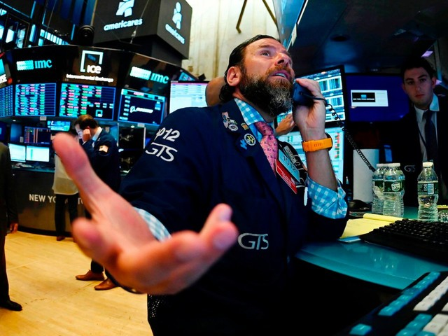 One market expert says flashing recession signals mean 3 years of negative returns for stocks — but he has a strategy that could still make investors a killing