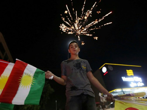 Baghdad cranks up pressure on Kurds with flight ban