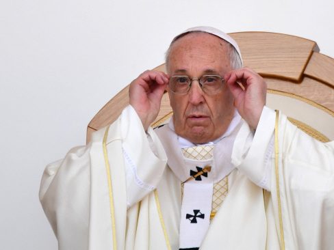 Polish archbishop censures priest for Pope death wish