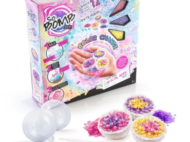 Geode Bath Bomb Kits - Canal Toys' Make-Your-Own Bath Bomb Kit Creates Crystal-Inspired Designs (TrendHunter.com)