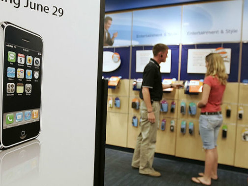 With iPhone, Apple showed AT&T and Verizon who's boss