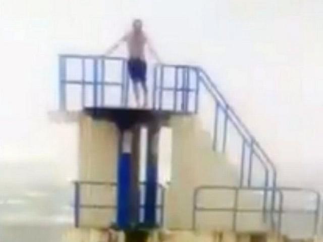 Pensioner ignores Hurricane Ophelia warnings to take a dip in Atlantic Sea