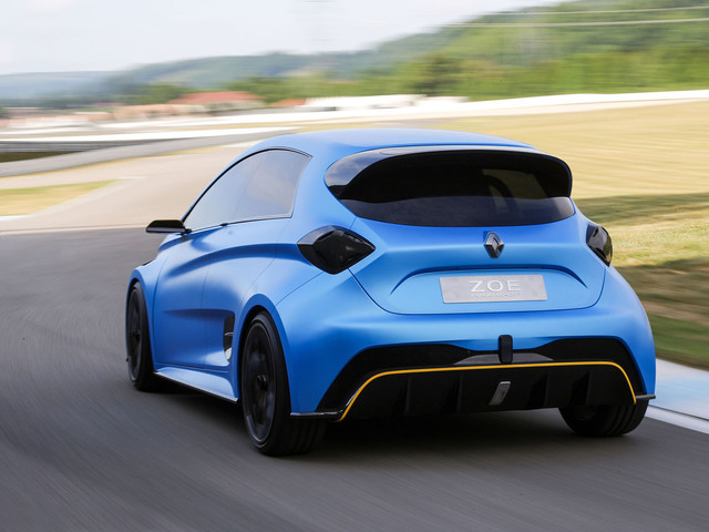 456bhp Renault Zoe e-sport driven flat out on track
