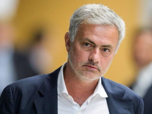 Manchester United midfielder Andreas Pereira joins Valencia on season-long loan