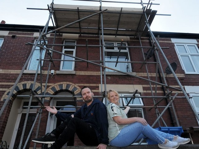 Stunned family find someone's covered their entire house in scaffolding... and NOBODY can figure out why