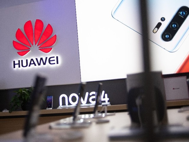 China's Huawei signs deal to develop 5G in Russia
