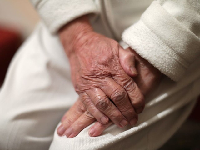 Cholesterol in middle aged 'linked to Alzheimer's more than 10 years later'