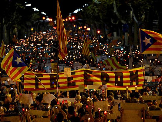 Spain to push ahead with suspending Catalan autonomy
