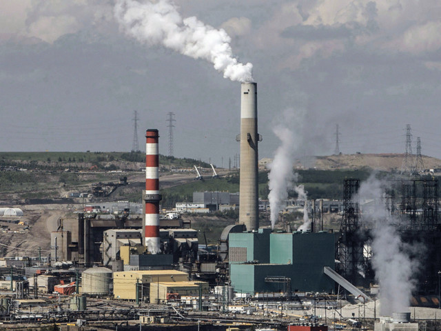 Carbon tax or no, major investment and regulatory shift needed for Canada to meet Paris targets: report