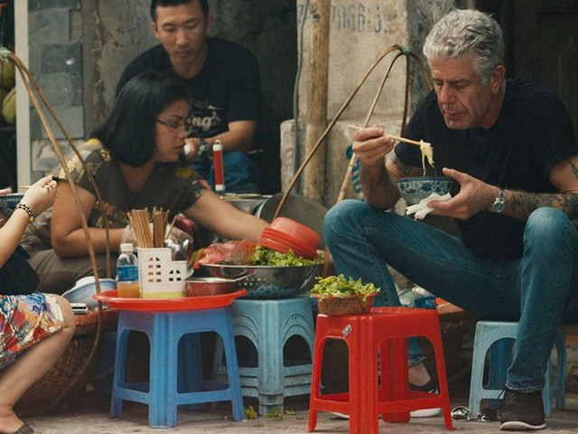 Use of AI to copy Anthony Bourdain's voice for documentary sparks criticism - CNET