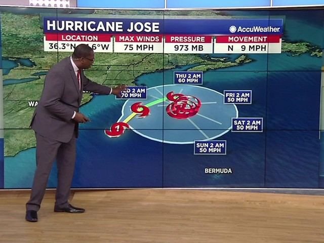 Hurricane Maria lashes Dominica, now menaces other islands