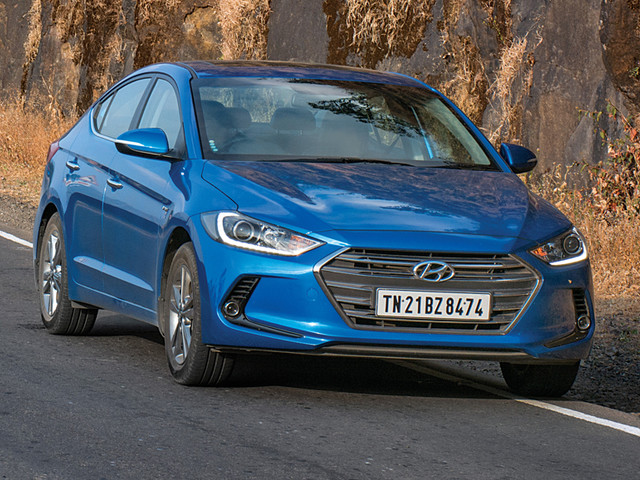 Save up to Rs 2 lakh on the Hyundai Elantra, Santro, Grand i10, i20 and more