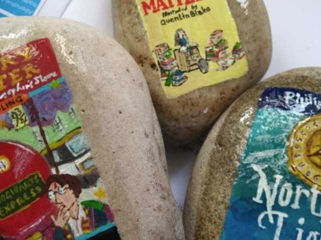 Creative Teacher Paints Stones As Book Covers To Get Kids Into Reading