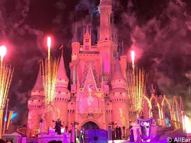 6 Ways Disney Breaks the Traditional Theme Park Mold!