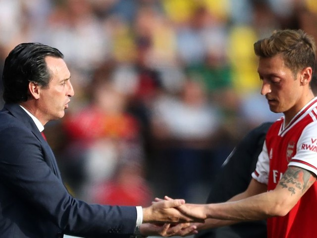 Unai Emery offers Mesut Ozil Arsenal lifeline after early-season omission