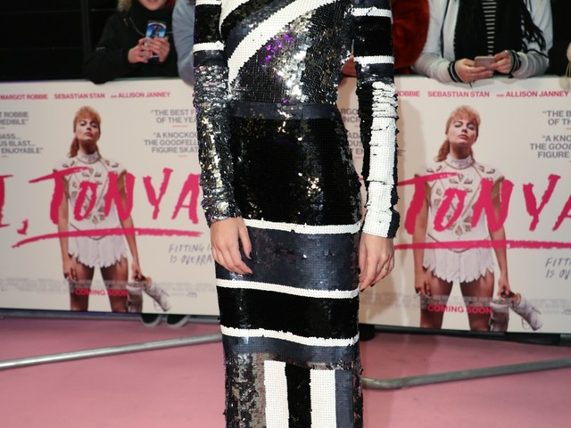 """Margot Robbie looked stunning in a black & white Louis Vuitton"" links"