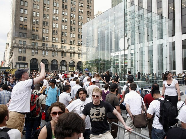 Apple is losing the interest of some big-money investors, RBC says (AAPL)