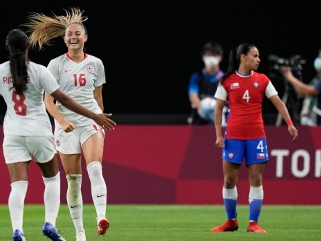 Beckie scores twice to lead Canada's women's soccer team 2-1 over Chile