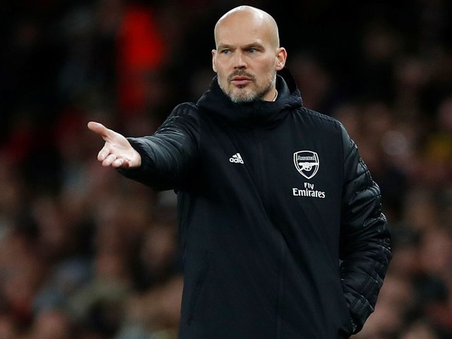 """Arsenal accused of looking to """"save a few quid"""" with Freddie Ljungberg in charge"""