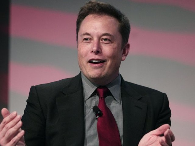 Tesla plans to reveal electric lorry in October